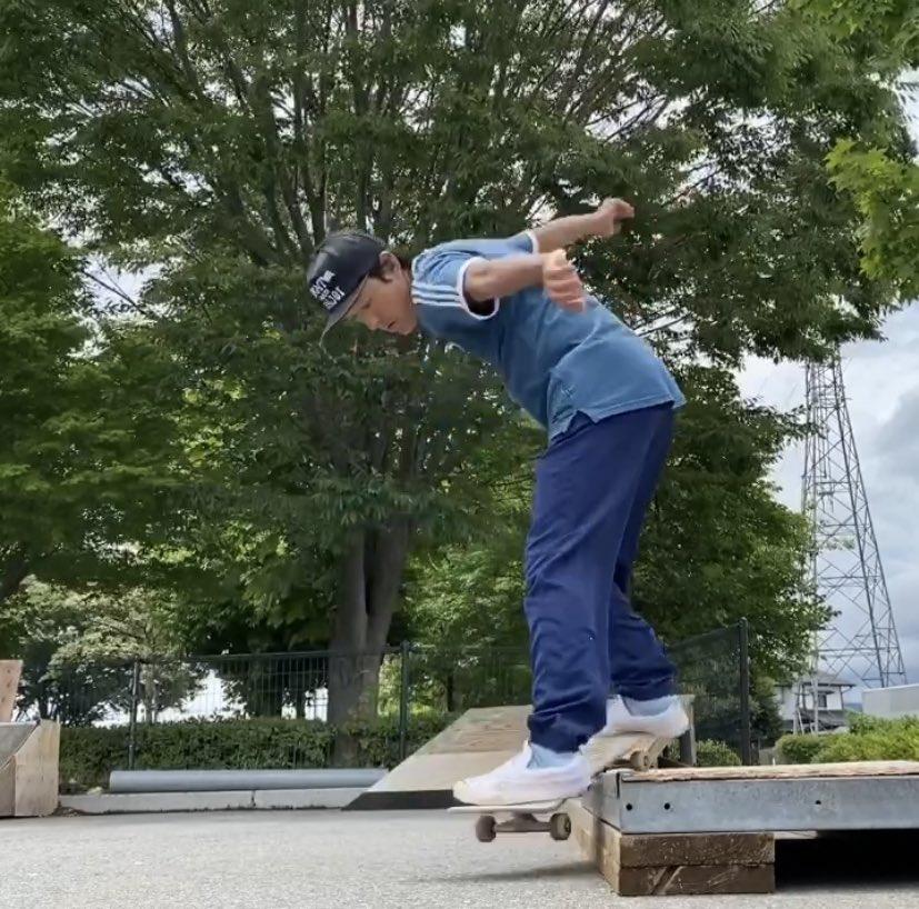 南長野スケートパークで スケボーしました。  スケボー始めて10年くらい経つのかな?今日初めてバックスミストライしてみましたw  バックスミス→フェイキー50-50→フェイキーポップ  #膝痛い #スケボー #スケートボード #長野 #南長野スケートパーク  #skateboard #skateboards #skateboarding pic.twitter.com/7ZymCV6JHL