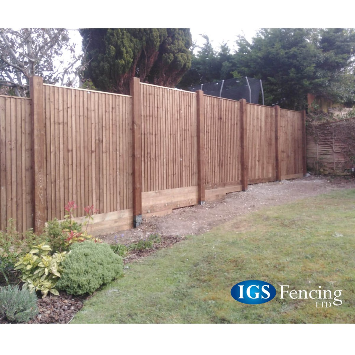 Looking to improve the #exterior of your #home this #Summer? Look at this recently installed #closeboard #fencing that the #team has completed. To find out more see our website http://www.igsfencing.co.uk   sales@igsfencing.co.uk   02392 464470.pic.twitter.com/xxvy2bFeyo