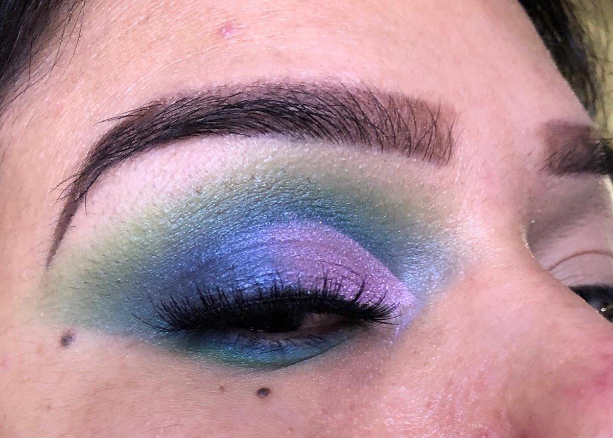 I was feeling mermaids vibes I used @bhcosmetics take back to Brazil palette & @LOrealParisUSA infallible eyeshadow , @ArdellBeauty studio effect 232   #Makeuplook #bhcosmetics #Loreal #makeup #makeupbyme #ardellbeautypic.twitter.com/ecWU22DPrH