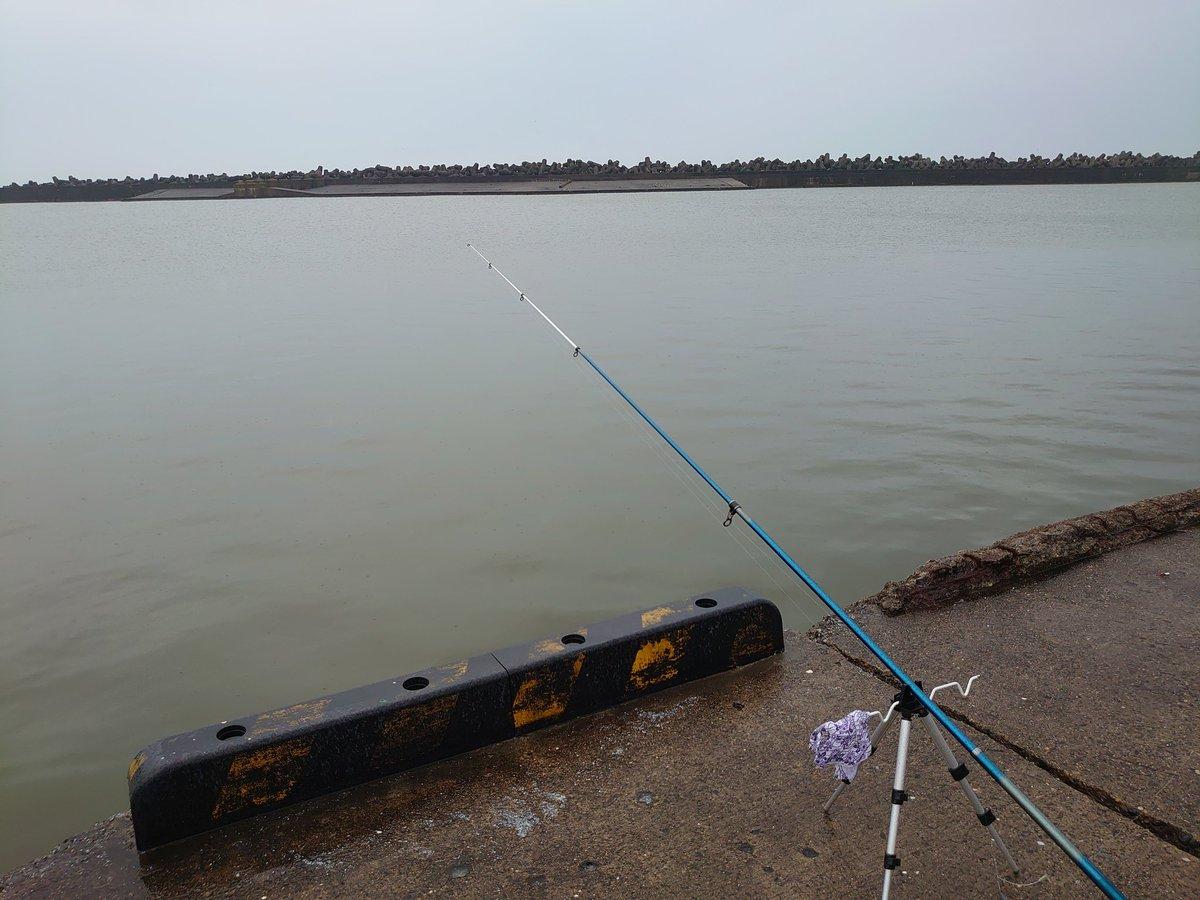 今日は、銚子の第3漁港に来ましたが、釣れる気配がない(T-T)pic.twitter.com/1TA9KHPsUr
