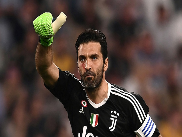 #Buffon Scripts History With 648th #SerieA Appearance As #Juventus Goalkeeper Overtakes #ACMilan Legend Maldini's Record  https://news.abplive.com/sports/juventus-goalkeeper-buffon-overtakes-ac-milan-legend-paulo-maldini-to-set-new-appearances-record-in-serie-a-1278338…pic.twitter.com/kDX0EEjYBq