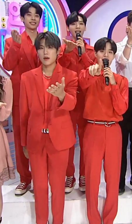 AB6IX IS IN THEIR ALL RED OUTFITS TODAY!!! <br>http://pic.twitter.com/XsmQEfseZf