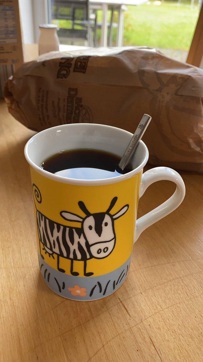 #kaffee1.0 #erstmalKaffee #butfirstcoffee #kaffee #kaffeetweet #coffee #coffeetweet #coffeeaddict #instacoffee #needcoffeenowpic.twitter.com/jee7Kw6YrE