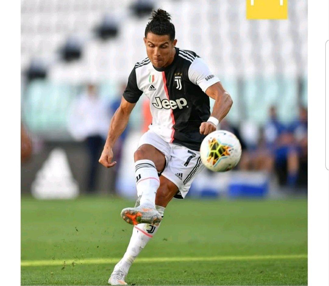 #Ronaldo.. RT if you are a true fan of Ronaldo @Cristiano https://t.co/eKsAWyrFSC