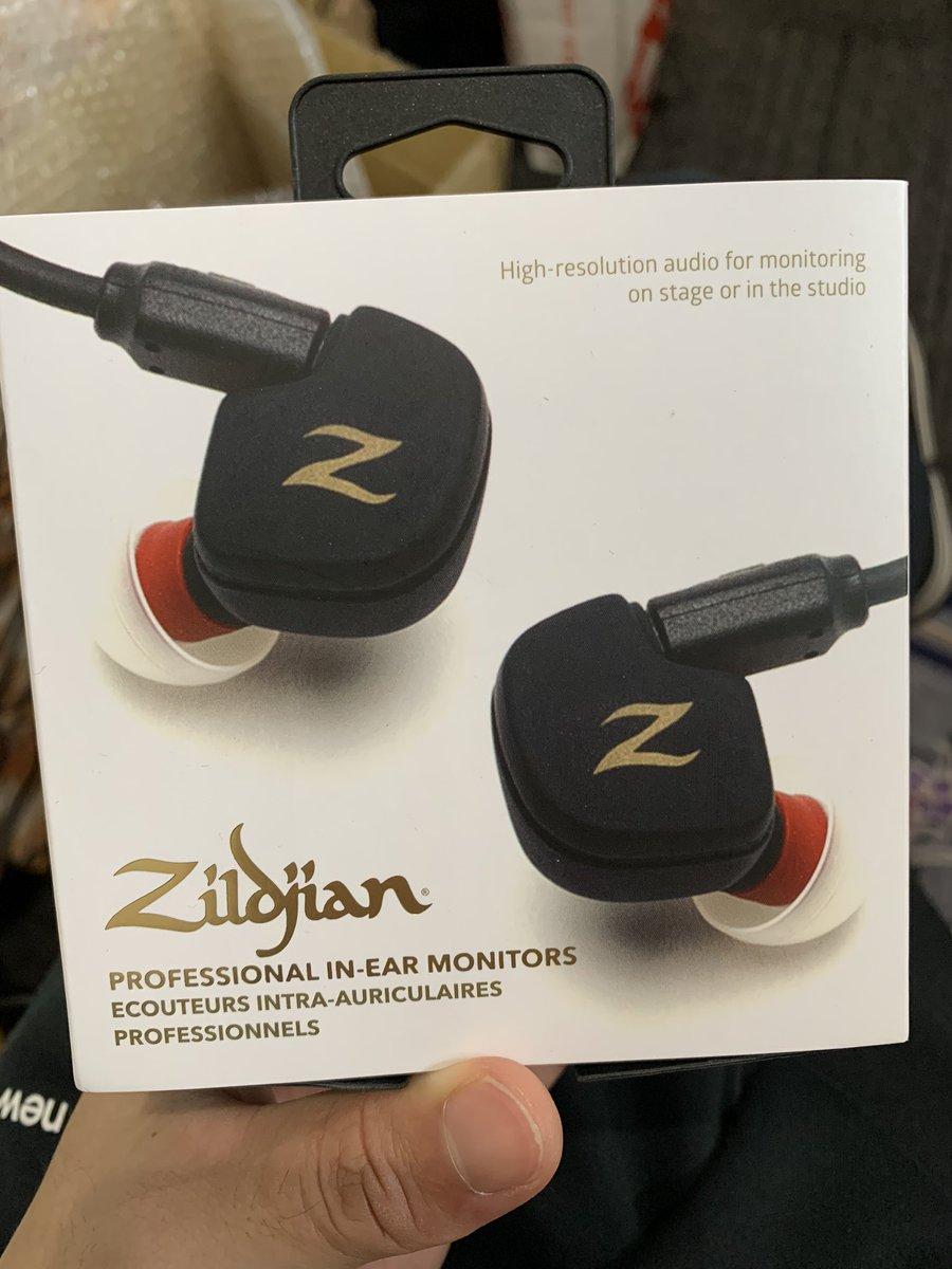 これめっちゃ音いい〜‼️  欲しい〜‼️  まだ日本未発売みたいでZildjianのエンドーサーである父がZildjianから送ってもらった物ですが、ほちー。  まあイヤモニだから普段使い用ではないですが。  #zildjian  #INEARMONITORS https://t.co/j8ob0Q6ypi