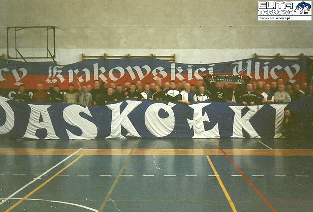 Pierwszy Turniej Kibiców Wisły Kraków 6 maca 2004 r. @HistoriaWisly  #WychowaniNaDziesiatce #WisłaOldschool #HistoriaWisły #Oldschool   #kiedyśtobyło #Wisła #Wisłakraków #TSW #ABGpic.twitter.com/o7Tu2oCXiZ