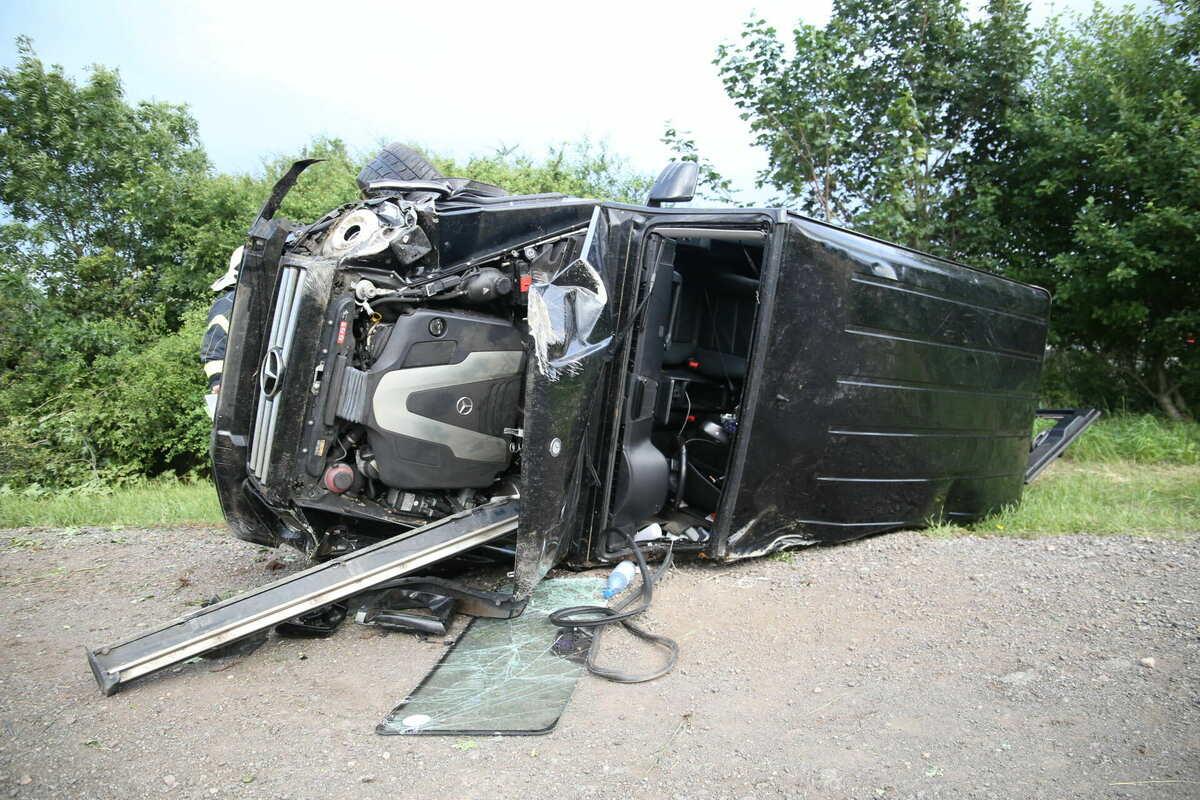 Mercedes kracht auf Pferdeanhänger: Sieben Verletzte bei Unfall auf #A4. https://t.co/I6muKIz7ZE https://t.co/E9rhBlZRRg