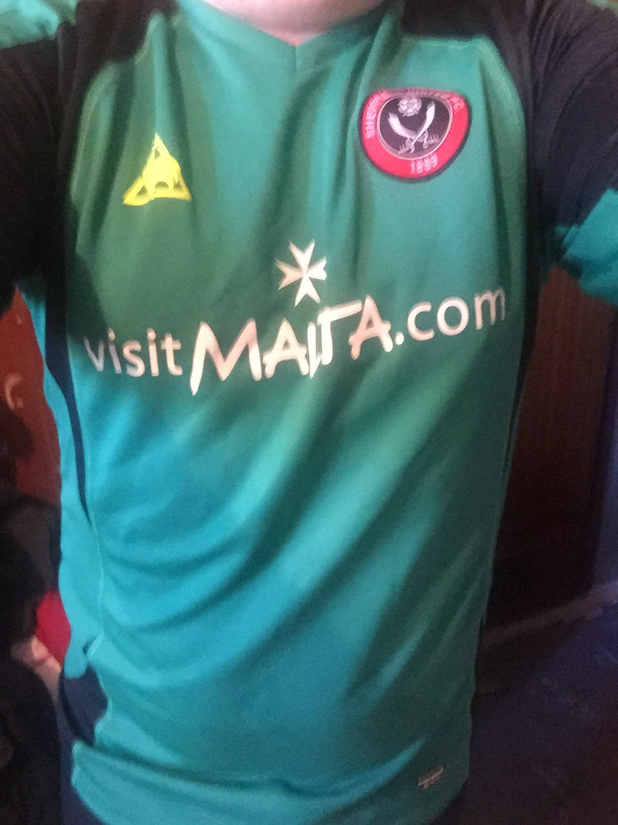 Day 86 of #homeshirts - the 2008/09 Sheffield United Goalkeeper shirt - don't own many keeper shirts, must have been on sale at the end of the season. @homeshirts1pic.twitter.com/Vzpan2YHQt
