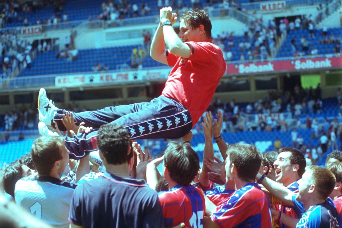 💙❤️ 50 ANYS / 50 MOMENTS  3️⃣0️⃣ L'ascens de 1998, amb Josep Maria Gonzalvo a la banqueta, va ser històric.   👍 L'equip va quedar campió del #2bg3 i es va superar al play off al Castilla (5-0 i 0-2), Cultural Leonesa i Cádiz.  📷 @mundodeportivo/ @sport   #BarçaB50💙❤️ https://t.co/XjCbukywtq