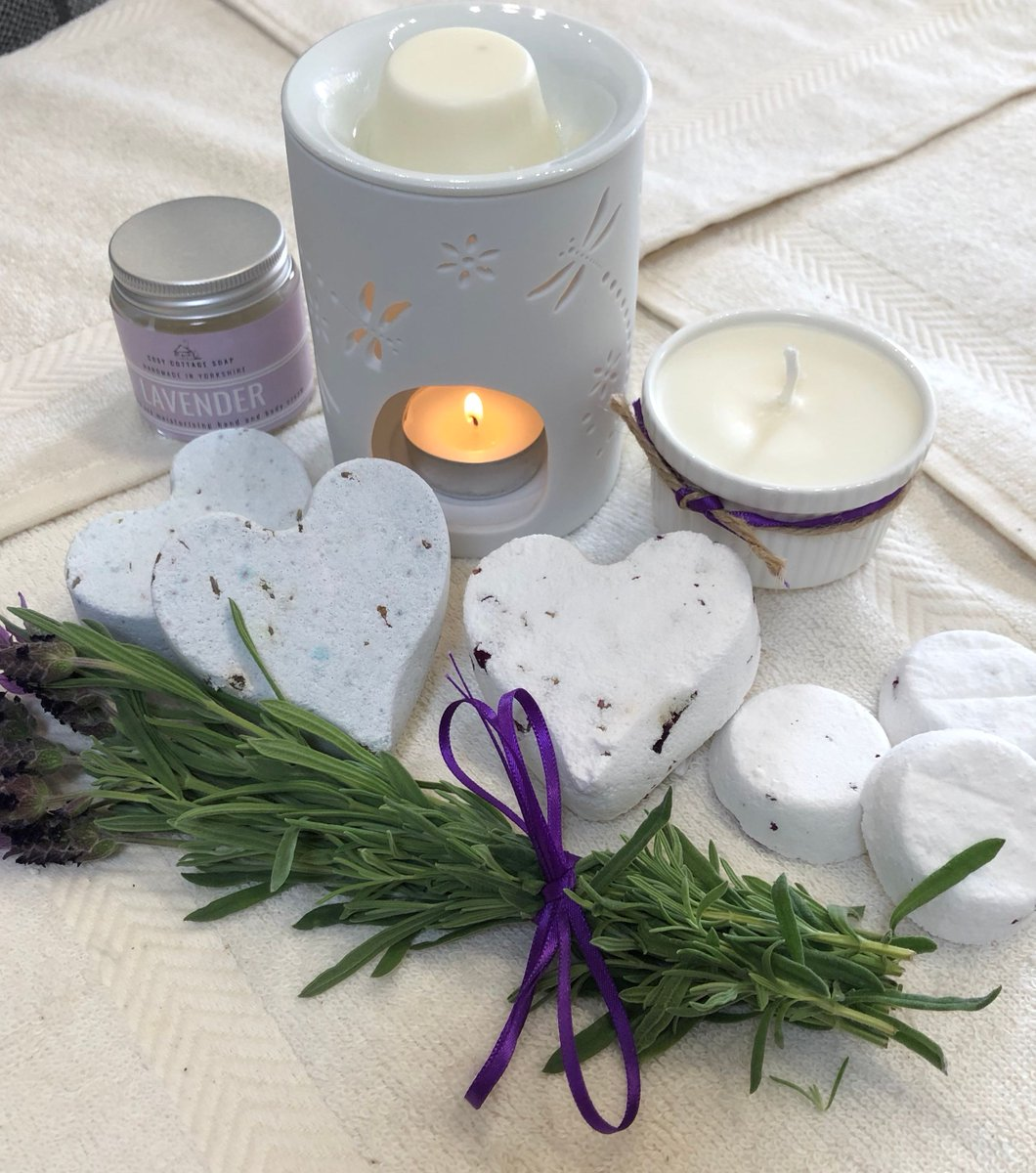 Go on. Treat yourself! We might not be able to make it to a spa but we can relax & create tranquil spaces at home. Our plastic and palm oil-free bath bombs are back & available in Geranium and Lavender.#cosycottagesoap #soap #handmadesoap #palmoilfree #plasticfree #crueltyfreepic.twitter.com/hoT9m0jzSa