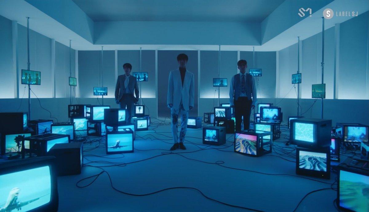 พาร์ทแรกของMV ของอัลบั้มเกาหลีอัลบั้มแรกของK.R.Yหลังจากเดบิ้วมา15ปี ชอบซีนนี้สุดแล้วค่า 😊 #WhenWeWereUs_BestSceneEvent #SuperJuniorKRY #SMtrue https://t.co/5pBRRkTNlY