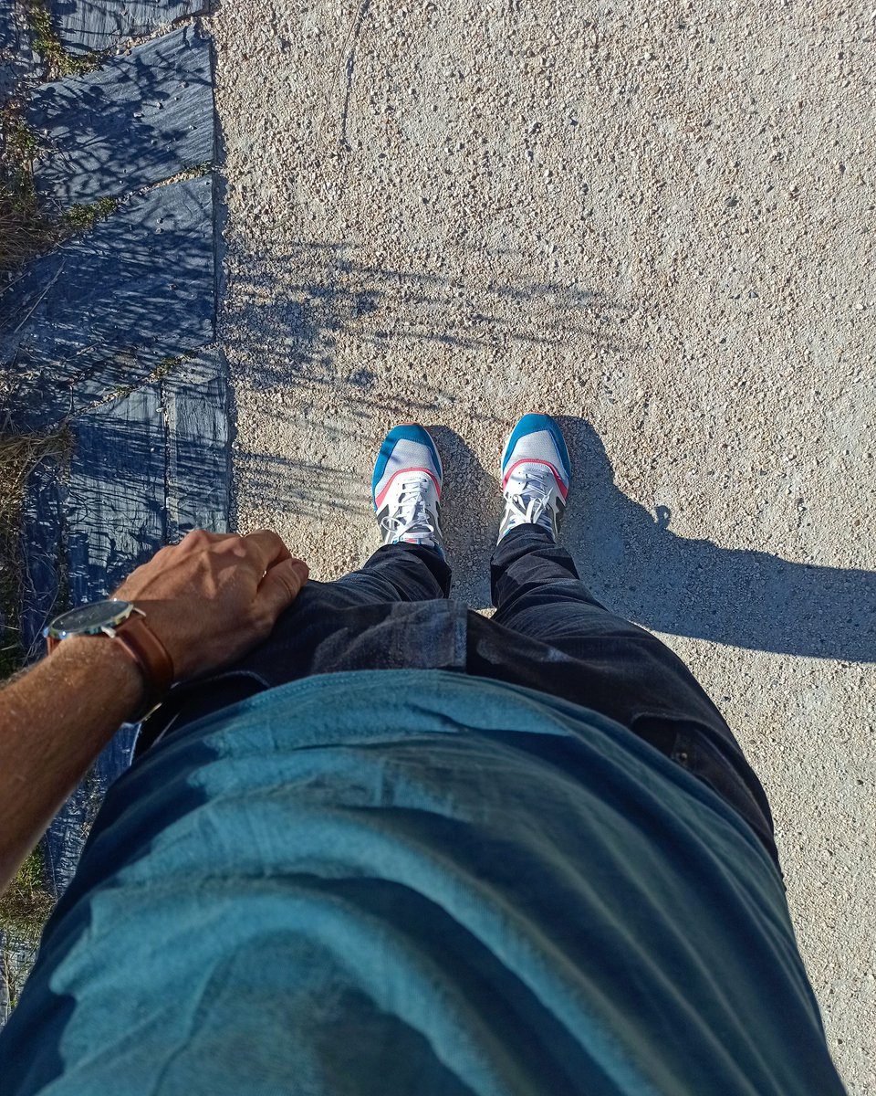 Outfit of the day. Bon dimanche.  Vous dites ?  #teamnewbalance https://t.co/UteMuWZWsM