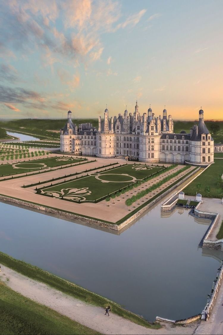 The Loire Valley   #TheLoireValley #France pic.twitter.com/upf9KicaEs