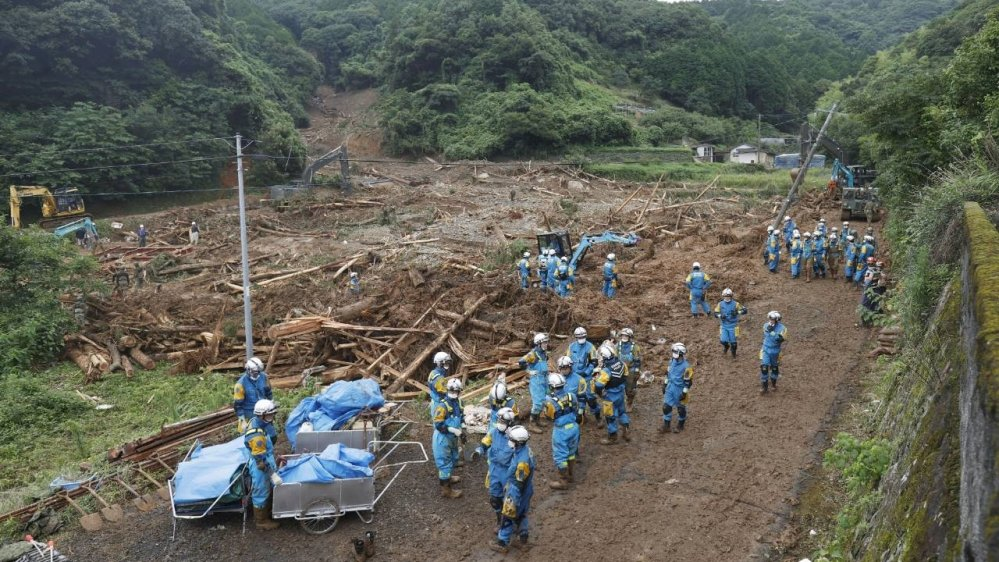 #Japan floods leave some 20 dead, more rains expected pic.twitter.com/BalCPPImTJ