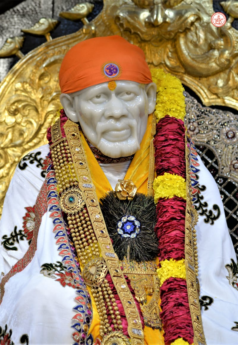 गुरु पूर्णिमा  Let all gurus shower blessings of righteousness on us.  Let world become happier place  Let's bow to all Gurus on this day <br>http://pic.twitter.com/U0IGn1yow7