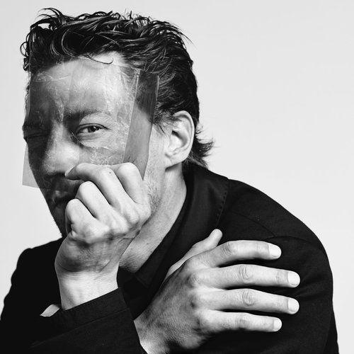 """In unserem neusten Interview erzählt Starfotograf Maurice Haas, wie er die Entwicklung des ZFF vom """"kleinen Dorf"""" zu einem der bedeutendsten Filmfestivals im deutschen Sprachraum und Europas miterlebt hat: https://buff.ly/3iqUy6B #zff2020 #MauriceHaasPhoto #FotografieimFokus #zffpic.twitter.com/DLCWyQB4um"""