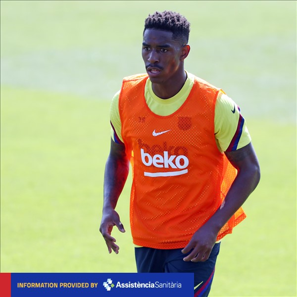⚠ @JuniorFirpo03 has discomfort in his right hip and is out of today's match  #VillarrealBarça https://t.co/yXSTsgkJWP