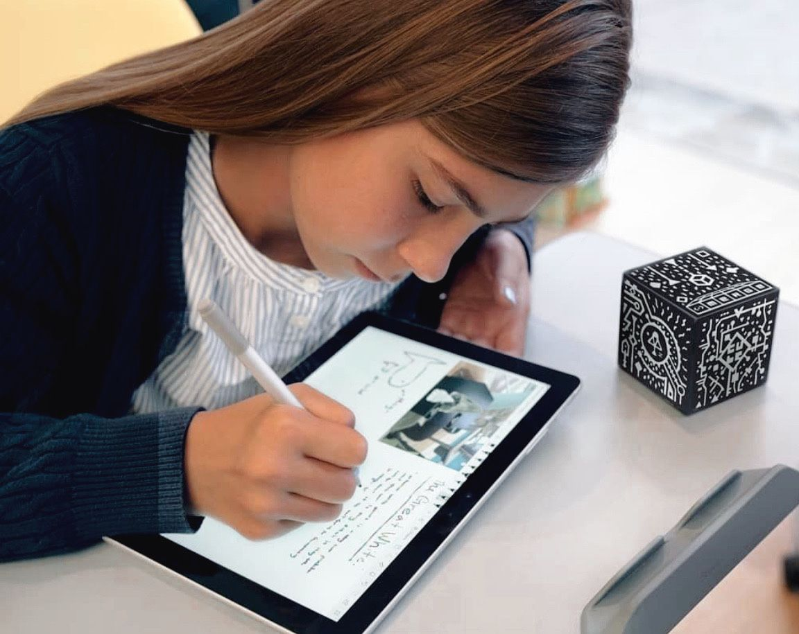 The #merge holographic cube is a curriculum-aligned product which enables hands-on digital learning tools, evoking a sense of wonder and amazement, accelerating understanding & deepening classroom engagement.   Available via our website: https://t.co/PFYwvLmIvm  #mergecube https://t.co/gGfBWo083F