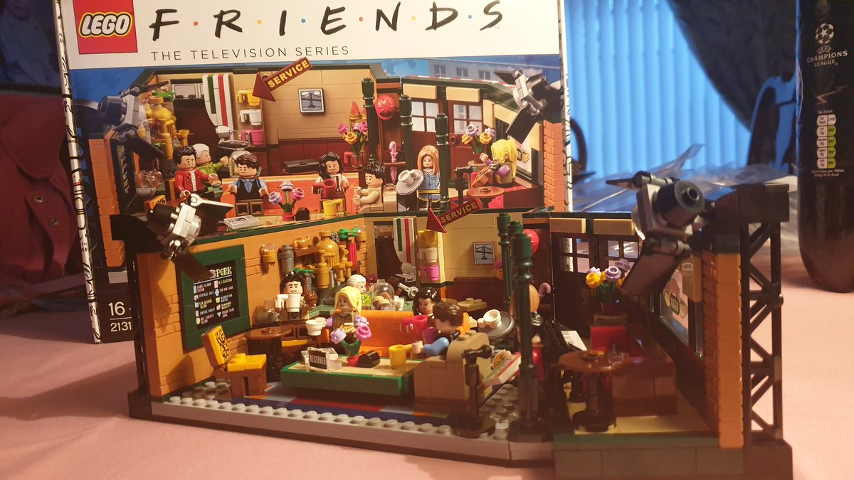 Highlights of the #lockdown building this for pure nostalgia! #friends #LEGO https://t.co/HOTjTiDkaL