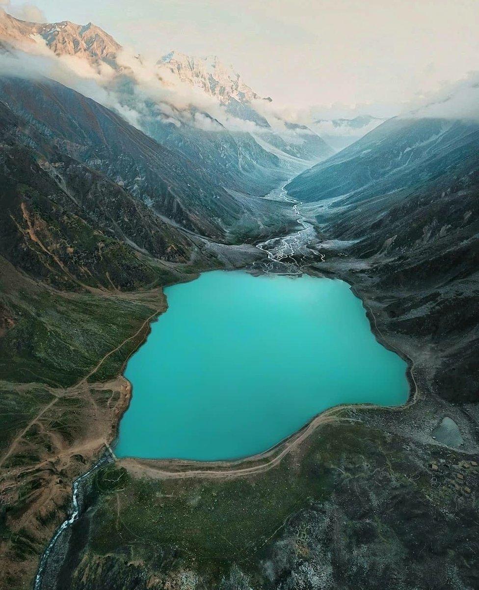 🆂🆄🅽🅳🅰🆈 🆂🆃🅾🆁🆈 ❤  STORY OF SAIF-UL-MALOOK  Read at: https://t.co/VxA75ILZM1 Author: @FehmeedaFarid  Photo credits (Insta @christianbetzmann) Follow us: https://t.co/PK1i99u8q1 https://t.co/Cd3L6xude3  #PorterPak #Pakistan #travel #PPinspiringstories  #SaifulMalook https://t.co/2eG4hQxYbT