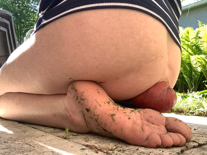 2 pic. For sole lovers ! outlook  is  rosey! My dirty grassy feet & prolapse ❤️ https://t.co/0Fsfjuy