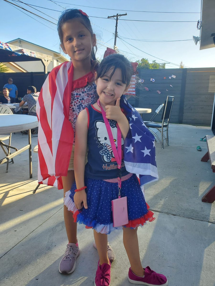 #independenceday2020 #USA #EEUU 🇺🇸 | MIS SOBRINAS ZOE & ZIA disfrutando los festejos de su Nación https://t.co/eqDsRLNNFI