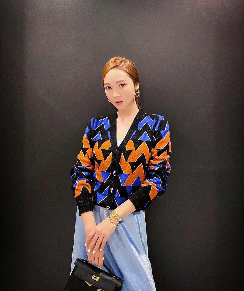 [20.07.05] 💗《 JESSICA's Instagram update: 📸 by Soo-jung 》💗 #Jessica #JessicaJung #JungSooyeon #Singer #songwriter #Actress #author #fashiondesigner #GoldenStars #Maomaos #sparkles #Coridel #CoridelEnt #UTA #BlancAndEclare #Kpop #Korea #USA #Krystal #JungSis #JungSoojung #Fx https://t.co/8EVg9idn7o