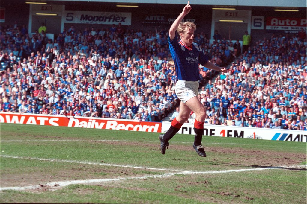 PIC OF THE DAY: Alexei Mikhailichenko signed from Sampdoria on this day in 1991. <br>http://pic.twitter.com/X8KDnS8WqS