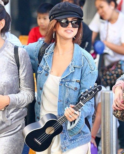 selena gomez once went out holding a ukulele for absolutely no reason and somehow made it work <br>http://pic.twitter.com/pJIxA3LJvf