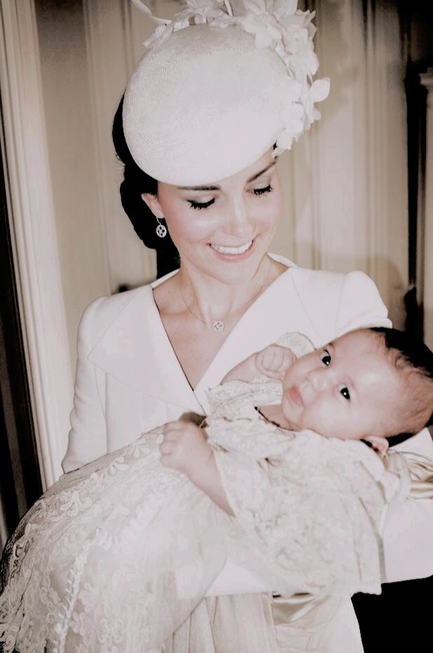 Five years ago (on July 5th 2015), Princess Charlotte was christened at the Church of St Mary Magdalene on the Sandringham Estate in King's Lynn, England  . These two pictures are so sweet . . #DukeofCambridge #DuchessofCambridge #PrinceGeorge #PrincessCharlottepic.twitter.com/PyRvZidJRV