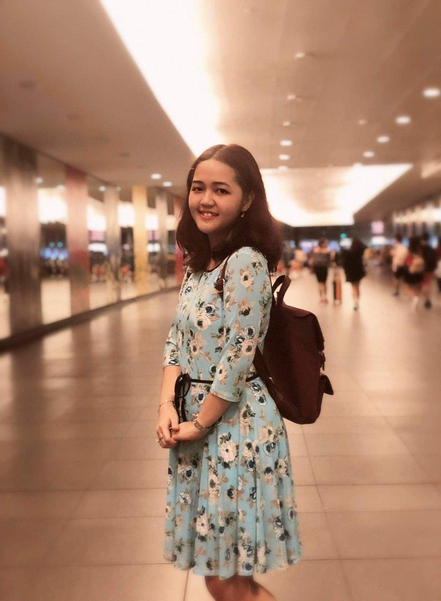 That awkward smile 😅   #bemmythekid #bemmythegirl #gorgeous #bemmythegorgeous #young #youngandlovinit #trainstation #subway #subwaypose #bluedress #floraldress #backpack #brownbackpack #studentmode https://t.co/IbI384wyD6