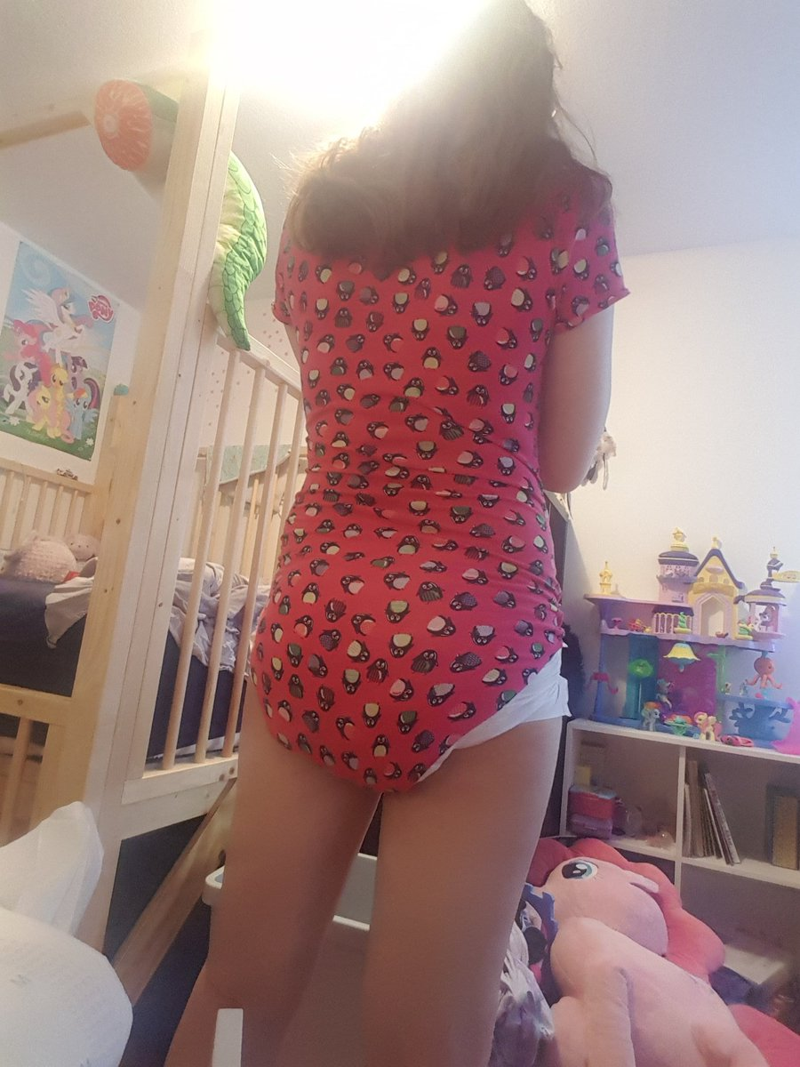 Ugh all these clothes are making my butt look big!  #abdl #abdlgirl #ageplay #diapertraining #diaperlover #mdlg #diapergirl #adultbaby #Adultbabygirl #diaperbutt #cgl https://t.co/3DvMmo4aq5