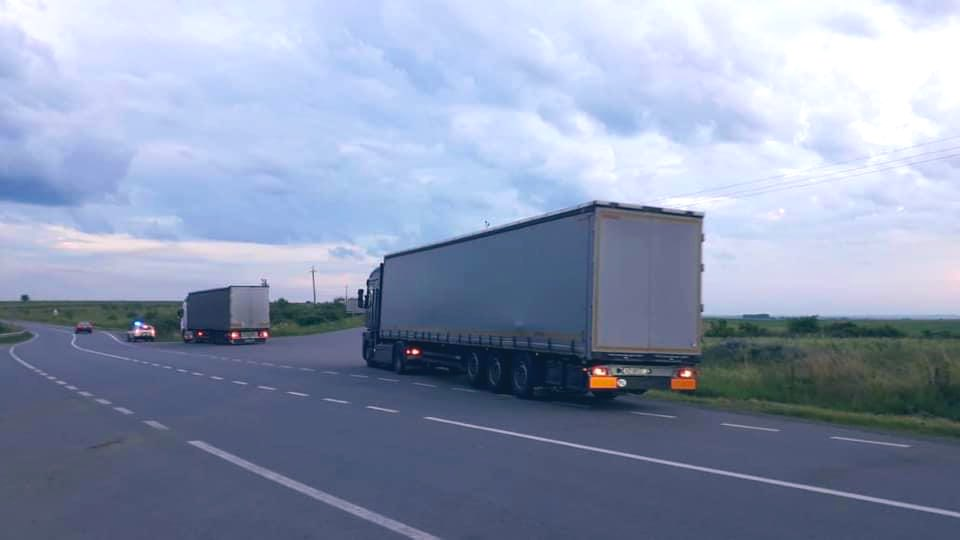 Sweden is our friend in need & indeed. When Ukraine asked for assistance to respond to massive floods, Sweden immediately offered help. This trucks, in particular, have brought thousands of meters of barriers to help protect Ukrainians. Thank you @AnnLinde @SweMFA!  🇺🇦❤️🇸🇪 https://t.co/8xLGjPeGe2