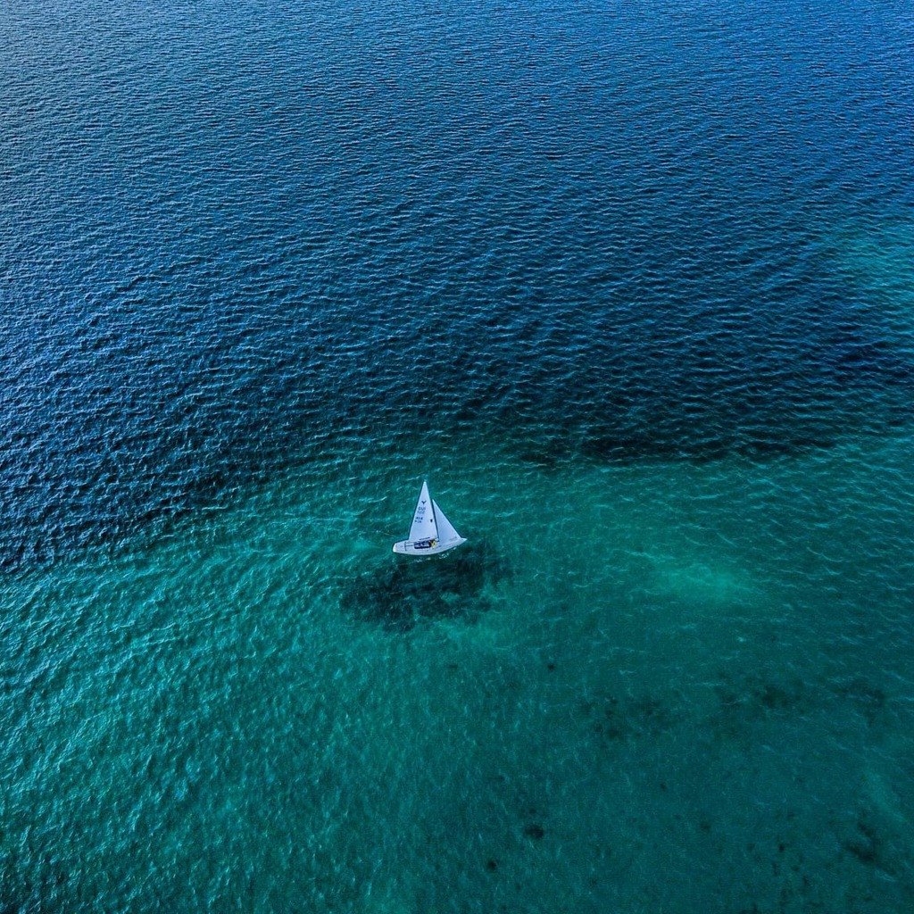 Sailboat in the middle of the lake . . . . . . #nature #colors #beauty #travel #adventures #travels  #landscape #dji #drone #photography #igers #instagram #igers #instashot #instaphoto #instatravel #instatrip #instabeauty #photooftheday #instalike #insta… https://instagr.am/p/CCQj7Ylh1Bt/ pic.twitter.com/PQAAKARq80