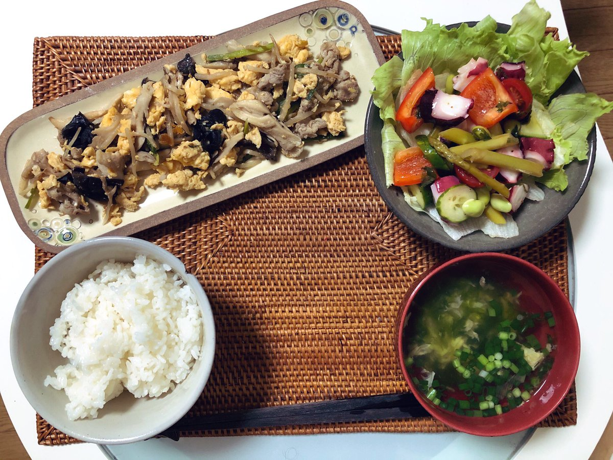 "If I named today's dinner set, I'd call it ""The leftovers""! As I arrived home from today's long walking, I put together some leftovers into this dinner set And then, for marinated-octopus salad, it clearly tasted better than last night.  #cookathome  #twingllish  #おうちごはん pic.twitter.com/YEwvZ8H9S7"