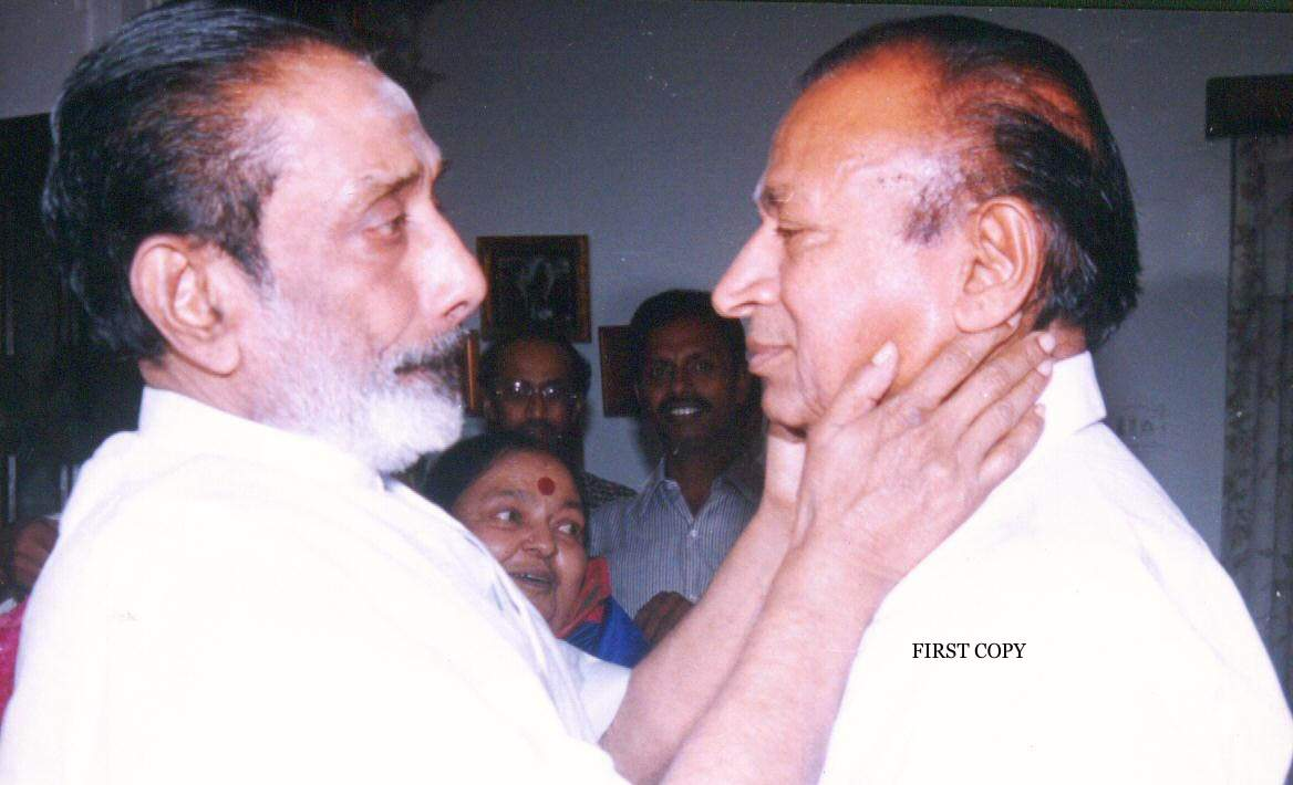 Two acting god's together.. Natasarvabhouma #DrRajkumar - Chevalier #SivajiGanesan   #Kannadacinema #Kannadamovies #Sandalwood #Bengaluru #Karnataka #Kollywood #Acting #Legendspic.twitter.com/6A1wmcZVrW