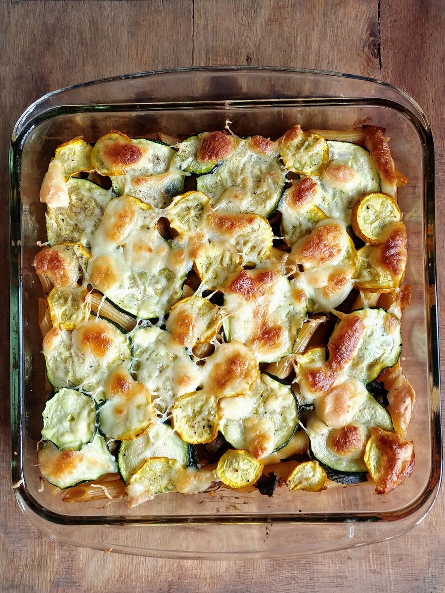 Veggie pasta bake for #lunch - the #healthy version so there's no cheese/white sauce, just cooked pasta with tomato+mushrooms sauce and sliced zucchini (sauteed), topped with some cheese (cheddar and moz) #recipepic.twitter.com/sb7uszgXwf