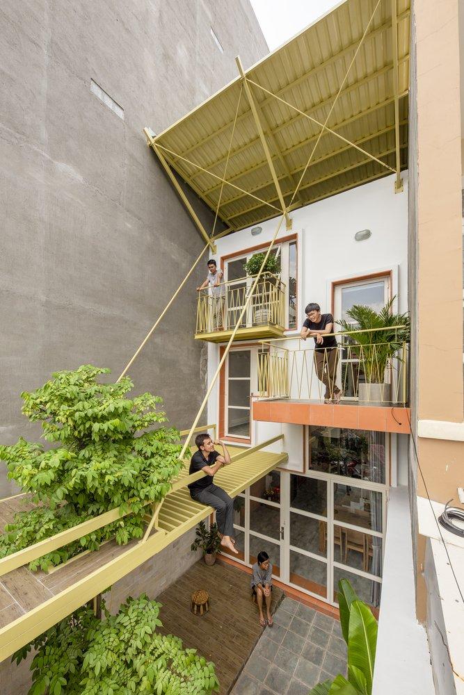 Punya tanah kurang dari 75 m² dan bingung mau dibangun kayak gimana?  #ARSITEKSYUR 4: Inspirasi Rumah Berlahan Sempit dari Vietnam 🇻🇳  —a thread— https://t.co/M5O4nAkbtf