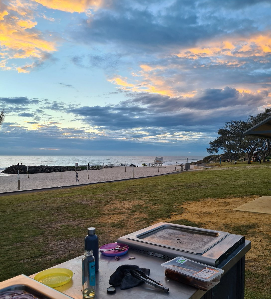 Gorgeous view for a BBQ dinner @perthisok pic.twitter.com/Cb654tUT9w