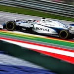 Lights out and we are racing!  A tricky start and we're currently running line astern with #GR63 P19, #NL6 P20.   #AustrianGP 🇦🇹 | #WeAreWilliams 💙