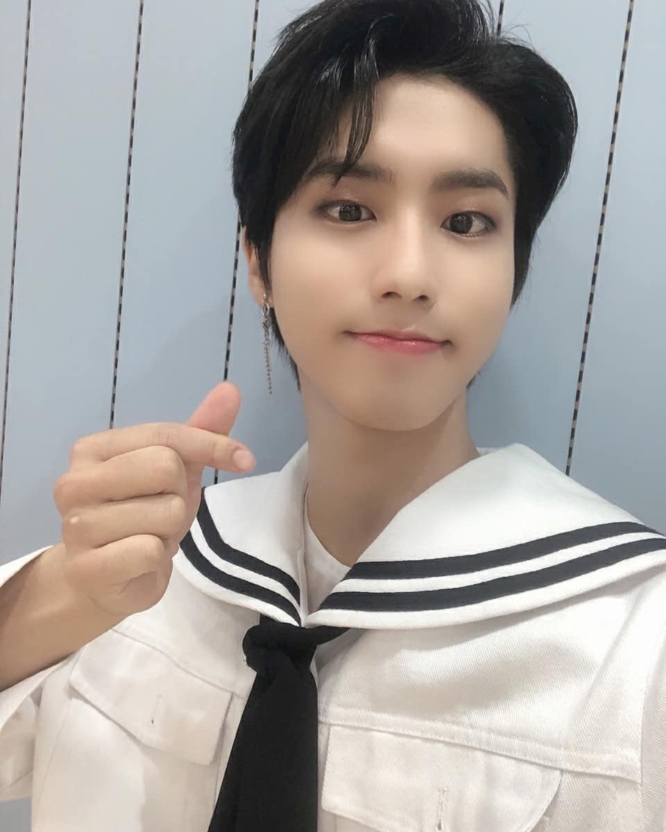 "[200705 IG UPDATE]  Trans: ""Cute marine look's Han #PrinceofTheSea""  @Stray_Kids #StrayKids #스트레이키즈 #GOLIVE #GO生 #神메뉴 #GodsMenupic.twitter.com/EEQzApJJN0  by Stray Kids Global"