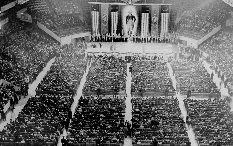 20,000 Americans packed Madison Square Garden NYC to listen to pro-Nazi speeches on February 20, 1939. Youll have to keep reminding yourself while you read this thread, these people were *Americans.* This happened right here.