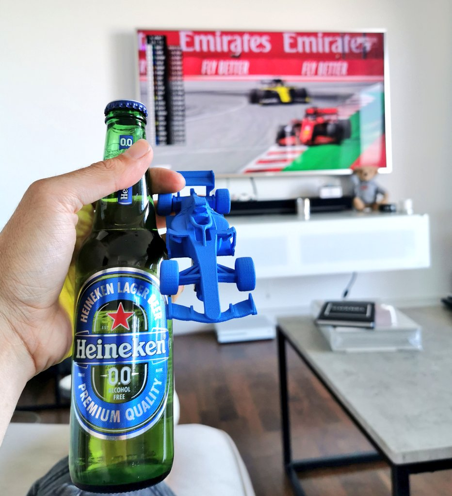 Chilling at home with the #AustrianGP & this bottle opener which has entertained me possibly more than it should have. Simple things. Simple minds. #SocialiseResponsibly #HeinekenF1 https://t.co/Ablzab8iyQ