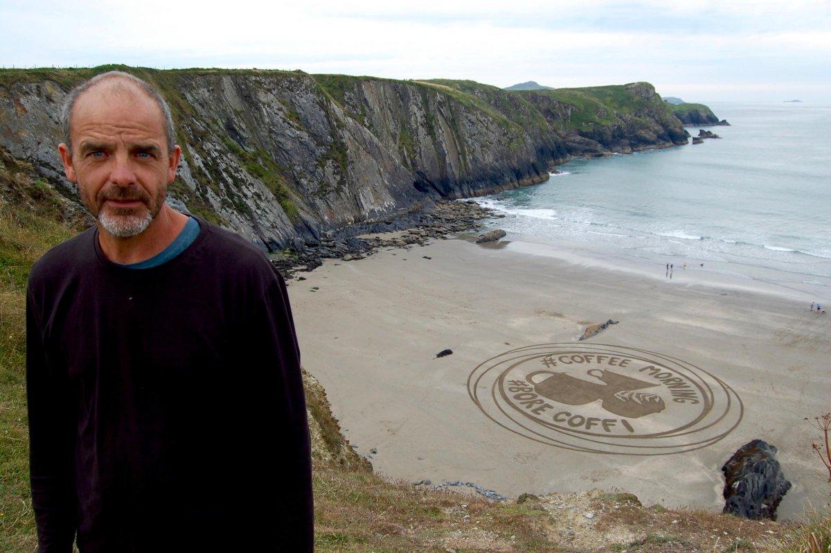 Tributes pour in for Pembrokeshire sand artist, Marc Treanor dlvr.it/Rb087w