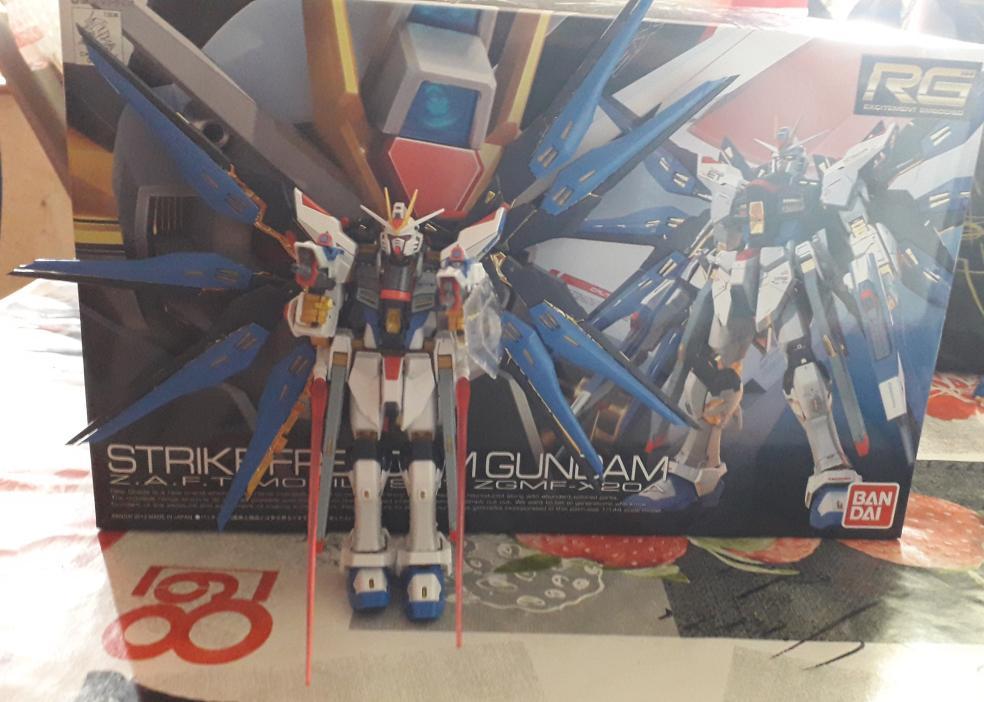Une immence fiereter pour  @ElodieDuhamel1  et moi même. Un superbe Gundam. A quand le prochain ?  @ShopForGeek   @ShopforgeekC https://t.co/UOyAUW9xm3