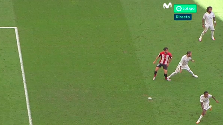 Esta es la acción en la que el Athletic reclamó penalti de Ramos a Raúl García. #VolverEsGanar https://t.co/PlQ21DzS4j