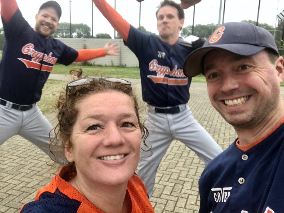 Yes!!!! Finally openings day!! #baseball #softball #Gryphons @HonkbalSoftbal ⚾️🥎💙🧡 https://t.co/NRkWt2o823