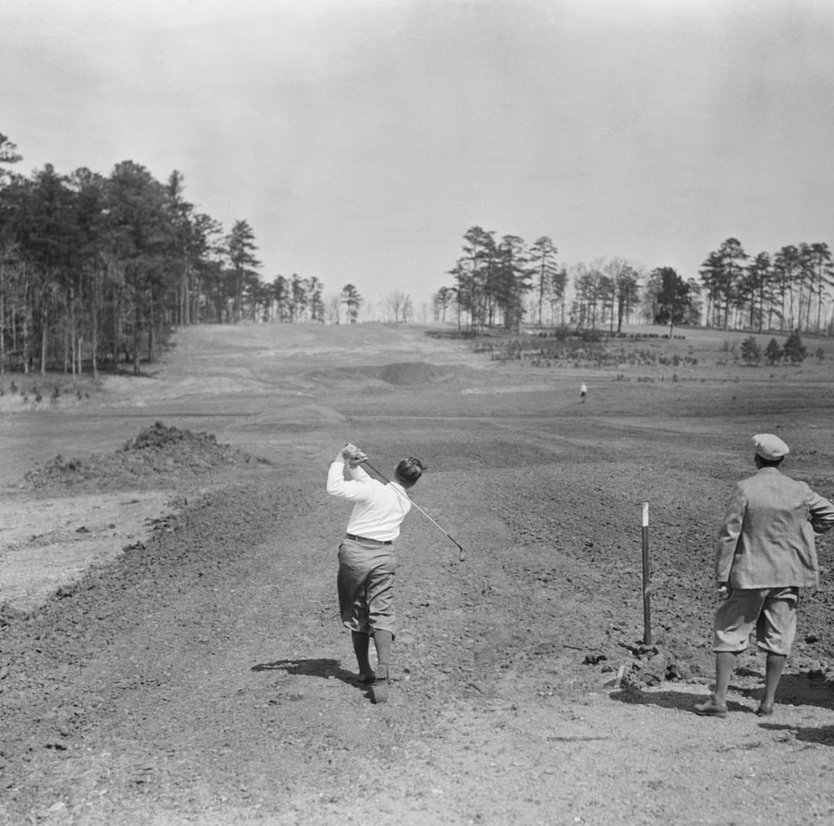 The eighth hole at Augusta. 90 years apart.