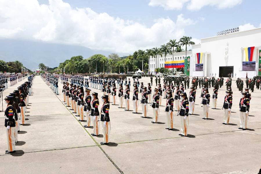 """📌    """"Es la unión cívico-militar la que ha hecho posible transitar un siglo XXI, haciendo del nombre de #Venezuela, un nombre digno, que representa el honor y la rebeldía de un pueblo valiente"""", así lo expresó el   CJ @NicolasMaduro. #209AñosDeIndependencia #PrensaFANB #FANB https://t.co/44muWm0GOO"""