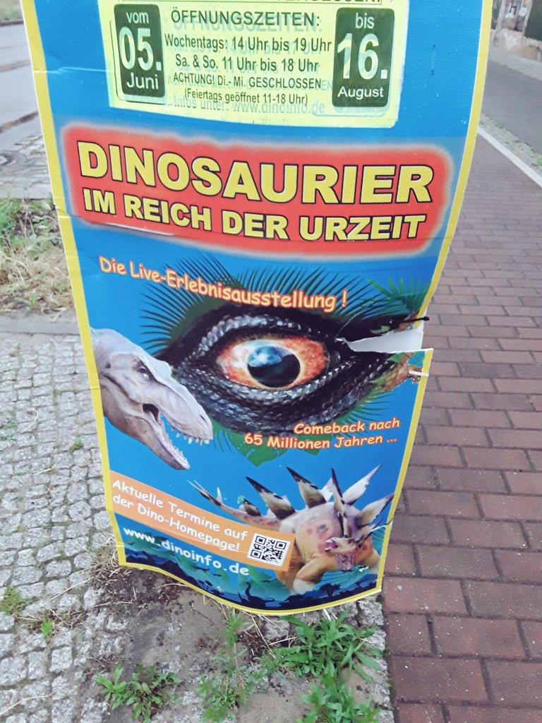 i love #germany and their fondness of cheesy 80s style #shrinkwrapped #dinosaurspic.twitter.com/KGaMGebqp0